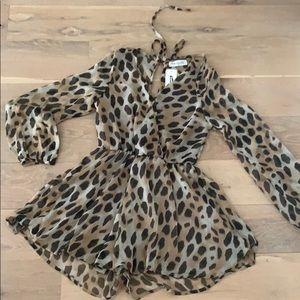 Pants - NWT Boutique Leopard Animal Print Romper 🐆 L